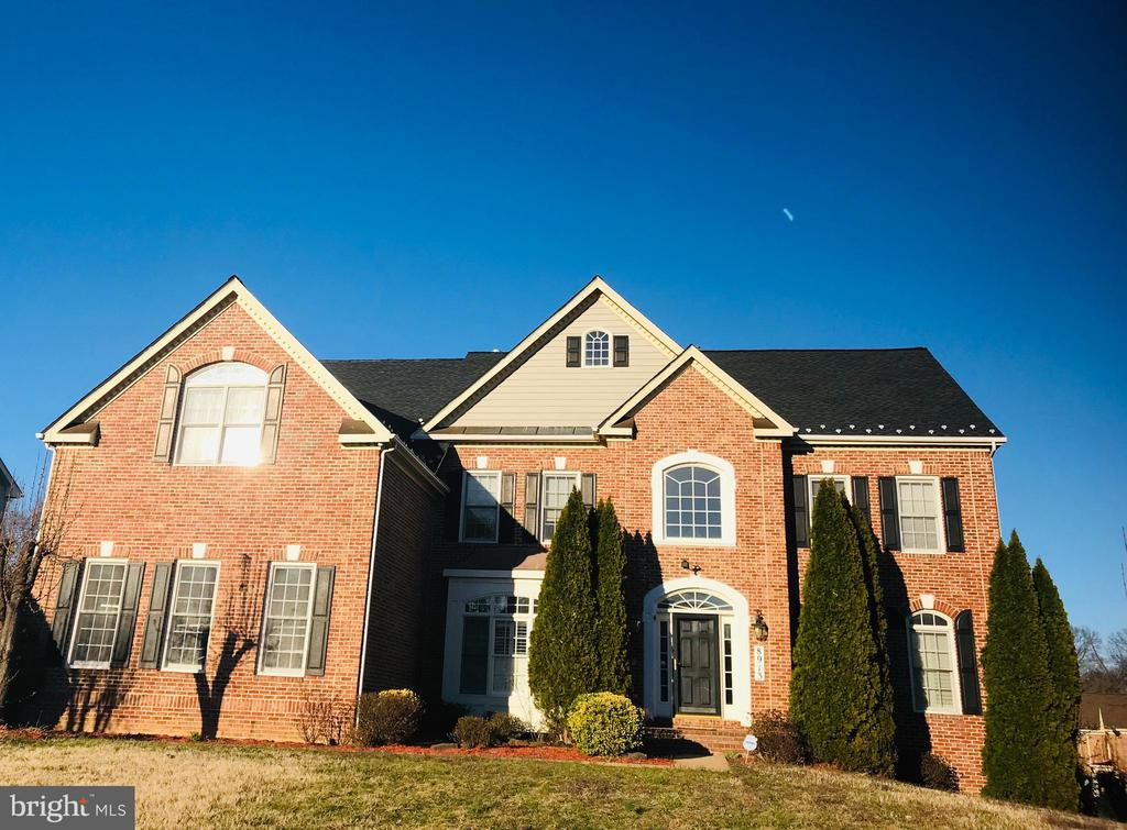 8913  GRIST MILL WOODS COURT, Alexandria, Virginia
