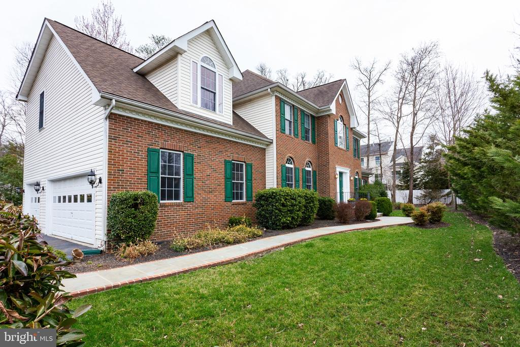Handsome colonial situated on 1/3 of an acre - 4112 FERRY LANDING RD, ALEXANDRIA