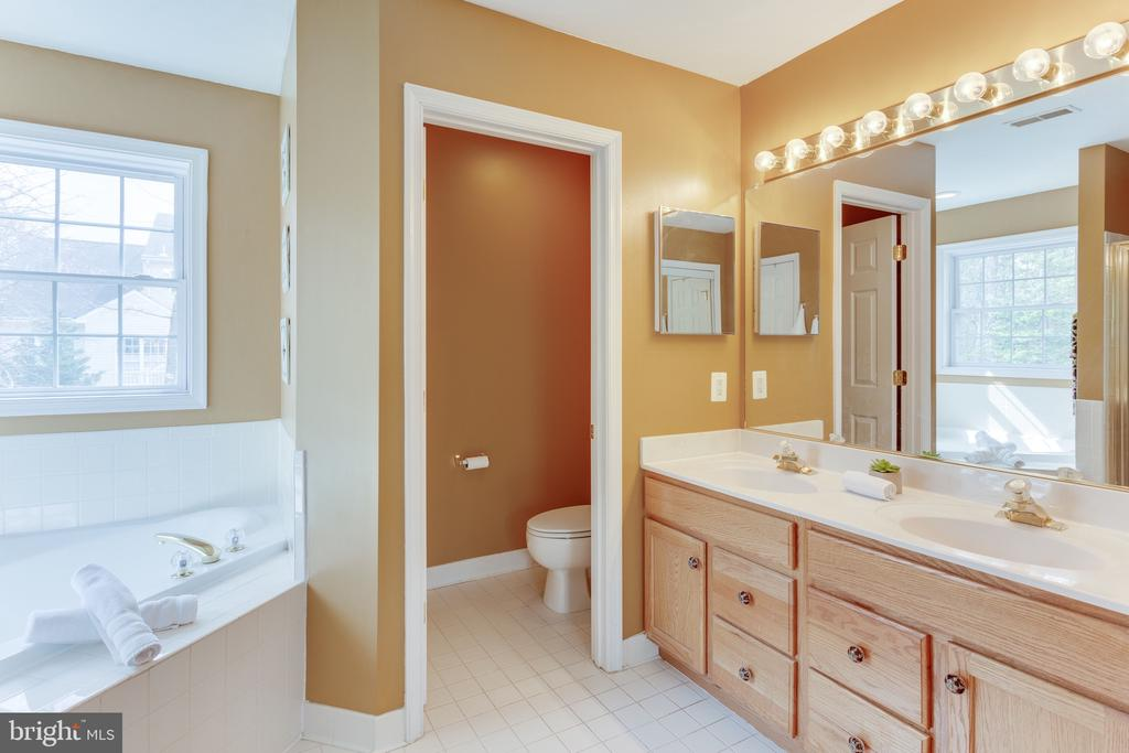 Separate room for the loo - 4112 FERRY LANDING RD, ALEXANDRIA