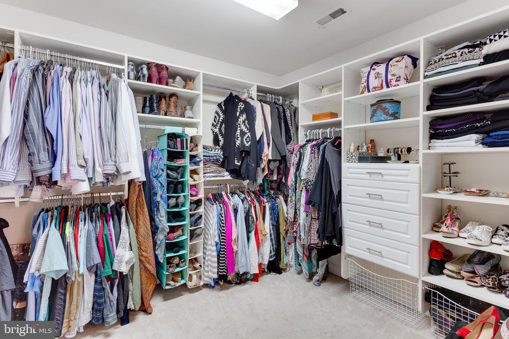 Large walk in closet - 4112 FERRY LANDING RD, ALEXANDRIA