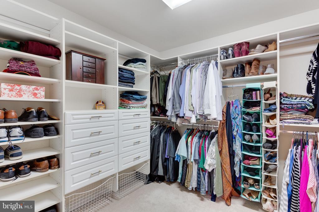 Custom walk in closet - 4112 FERRY LANDING RD, ALEXANDRIA