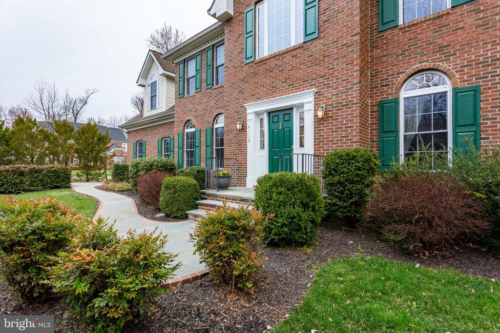Professionally landscaped grounds - 4112 FERRY LANDING RD, ALEXANDRIA