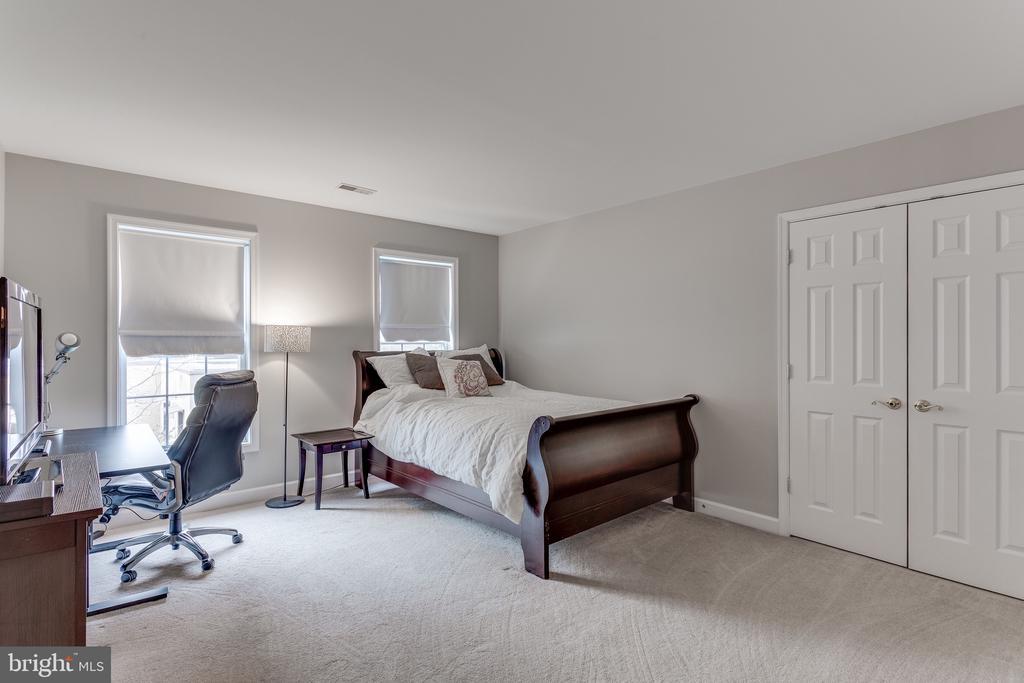 Bedroom #1 on upper level - 4112 FERRY LANDING RD, ALEXANDRIA