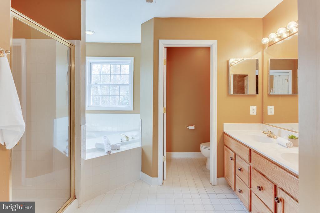 Double vanity in master bathroom - 4112 FERRY LANDING RD, ALEXANDRIA