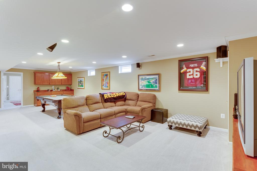 Sectional couch conveys with purchase - 4112 FERRY LANDING RD, ALEXANDRIA