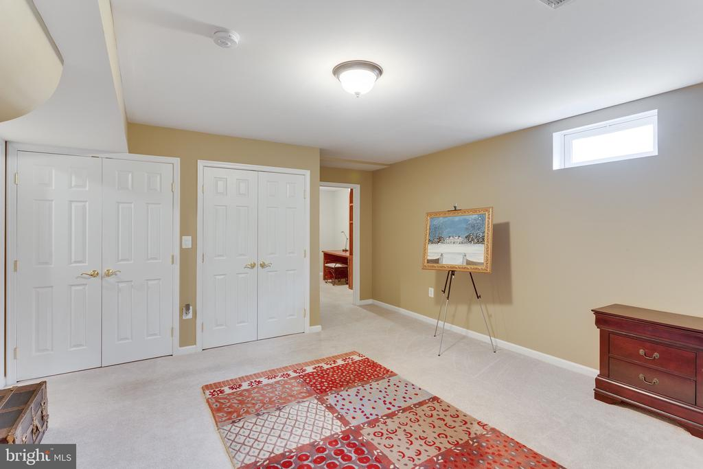 Au pair suite/in-law suite bedroom - 4112 FERRY LANDING RD, ALEXANDRIA