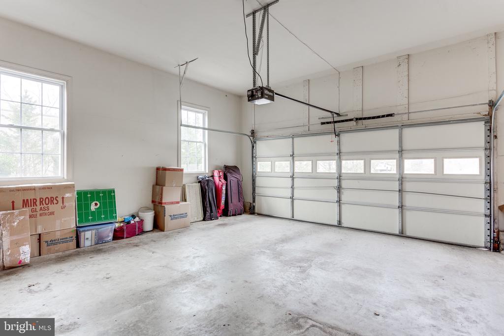 Oversized garage for storage too - 4112 FERRY LANDING RD, ALEXANDRIA