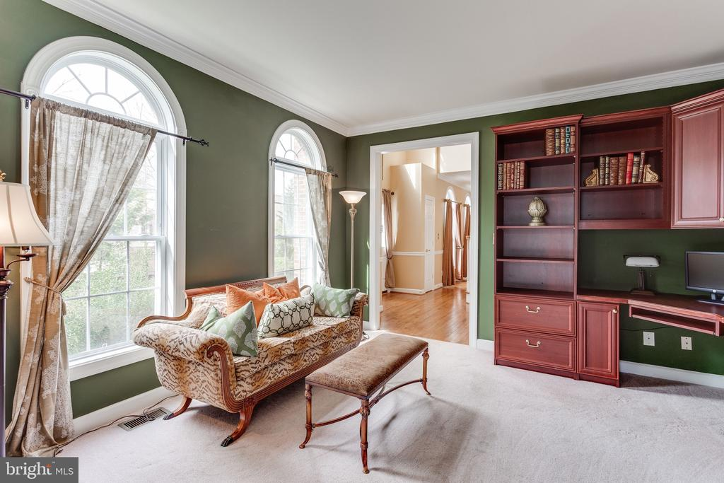 Library/office with cherry cabinetry - 4112 FERRY LANDING RD, ALEXANDRIA
