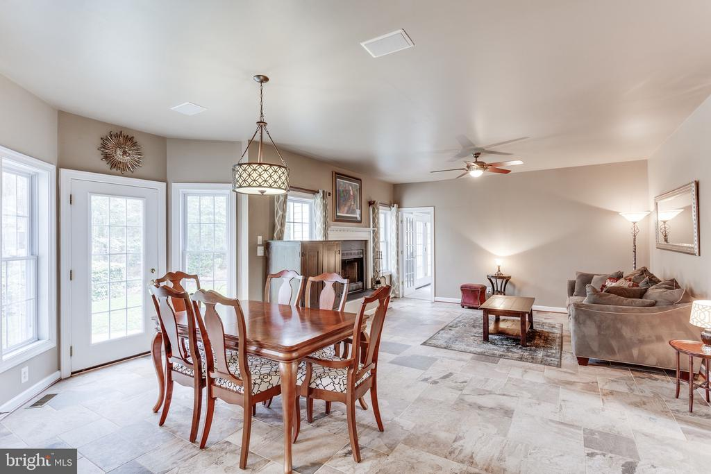 Eat in kitchen open into family room - 4112 FERRY LANDING RD, ALEXANDRIA