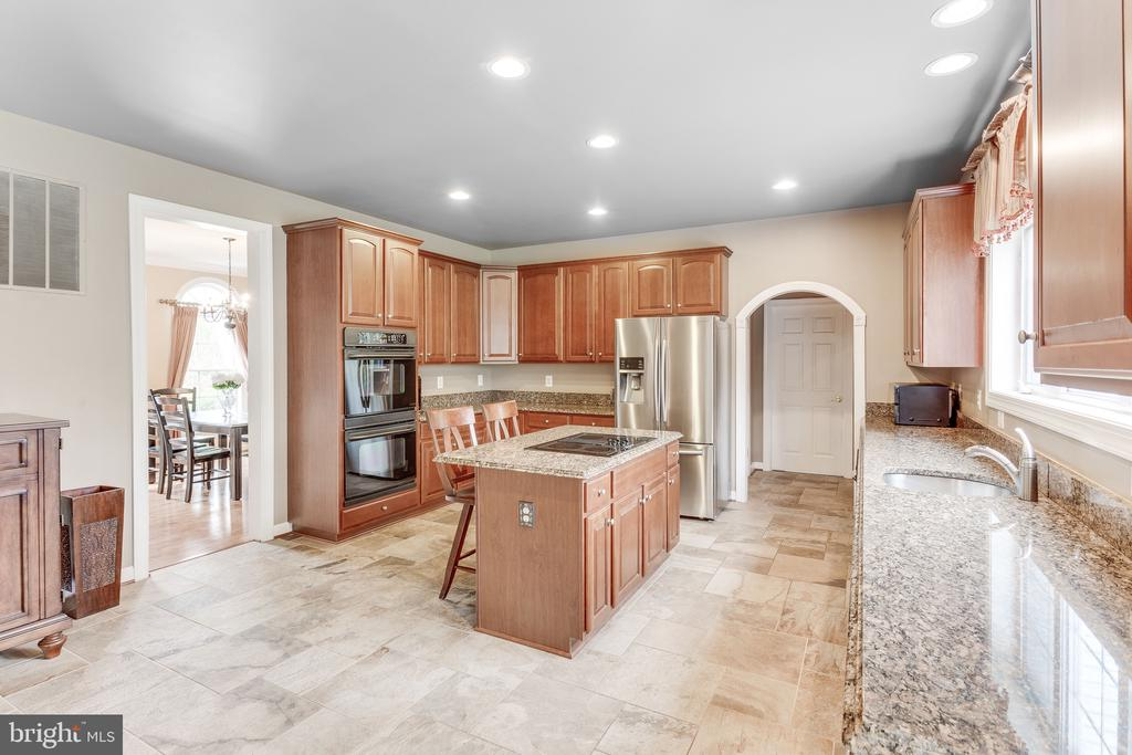 Chef's kitchen equipped with granite countertops - 4112 FERRY LANDING RD, ALEXANDRIA