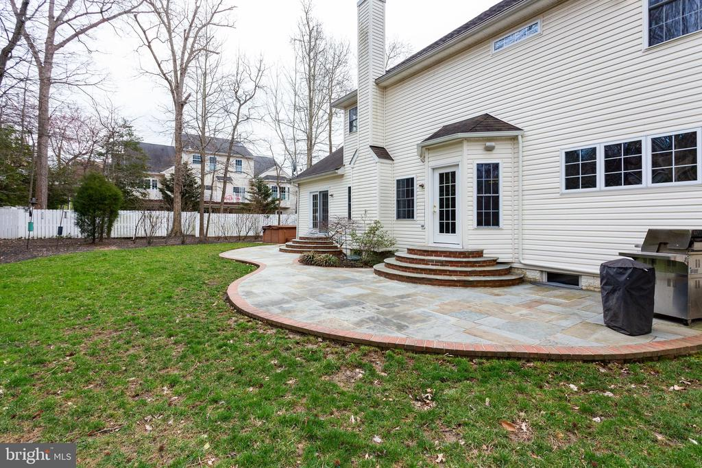 Flagstone patio for grilling and entertaining - 4112 FERRY LANDING RD, ALEXANDRIA