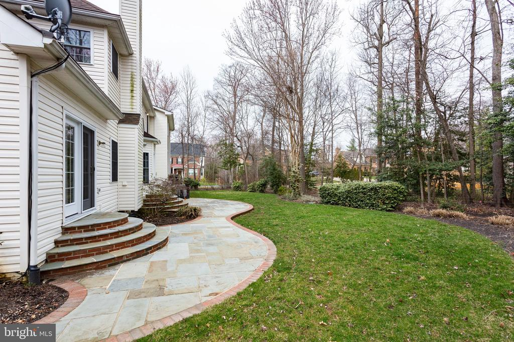 Outdoor irrigation and accent lighting - 4112 FERRY LANDING RD, ALEXANDRIA