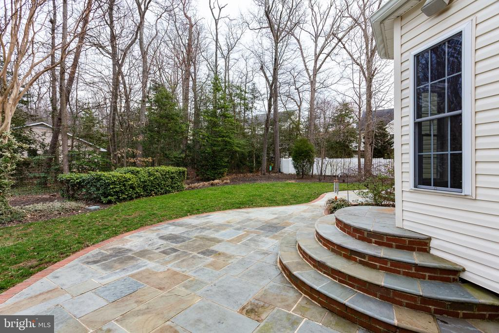 Wooded back yard for ultimate privacy - 4112 FERRY LANDING RD, ALEXANDRIA