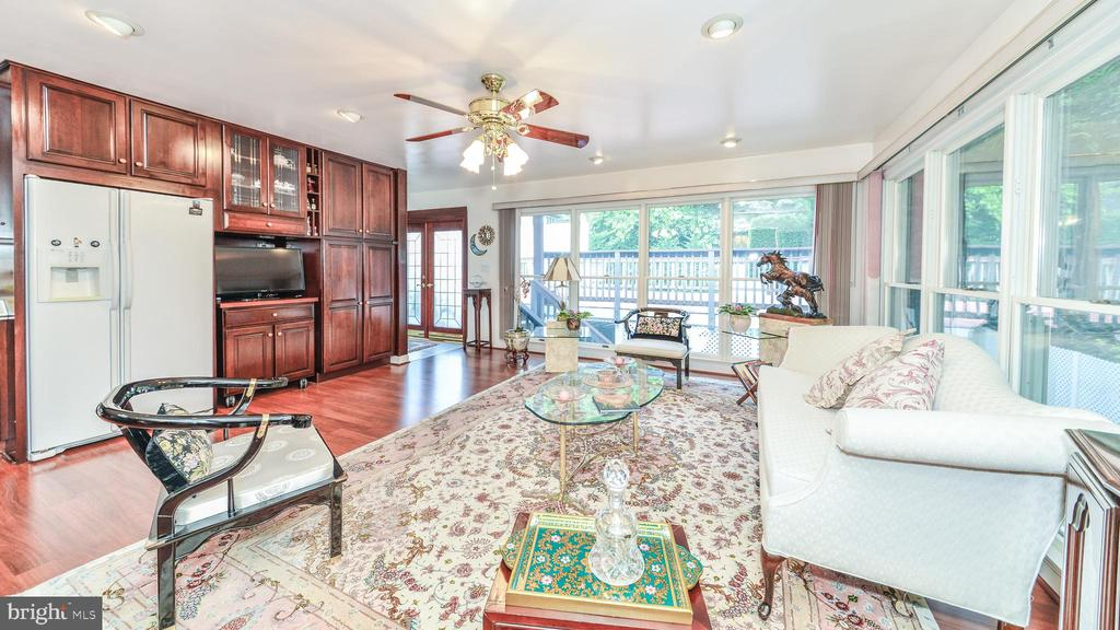 READY TO MOVE IN AND ENTERTAIN - 7138 SHREVE RD, FALLS CHURCH