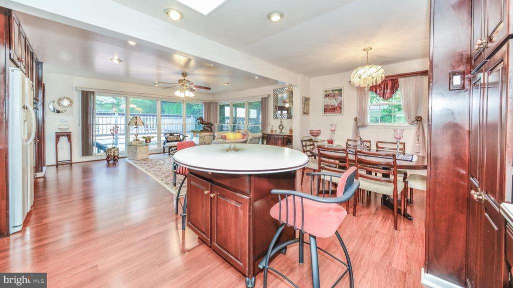 FLEXIBLE OPEN SPACE ON UPPER LEVEL - 7138 SHREVE RD, FALLS CHURCH
