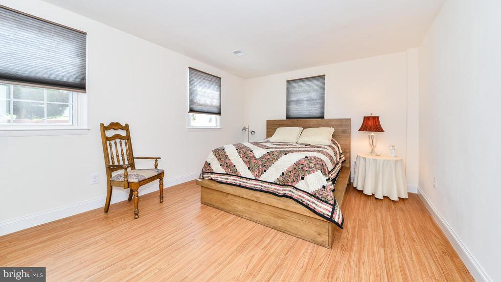 FULL BEDROOM IS LL BASEMENT - 7138 SHREVE RD, FALLS CHURCH