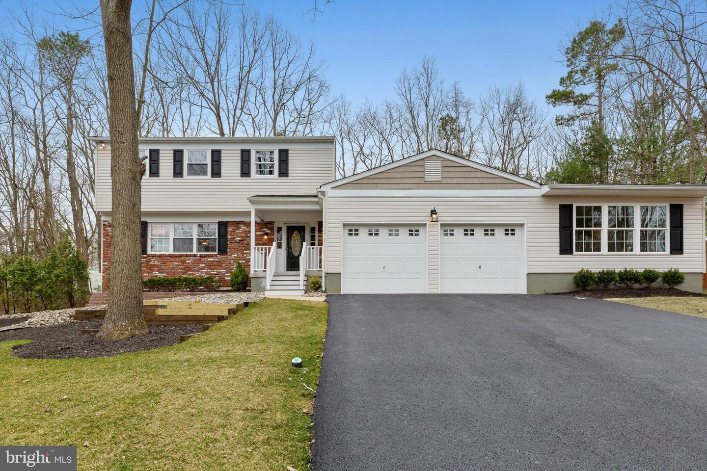 Photo of home for sale at 59 Woodhurst Drive, Voorhees NJ