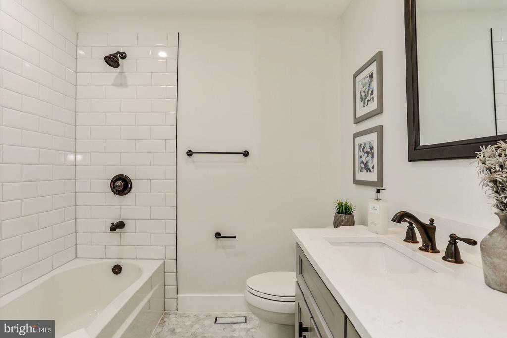 Full Hall Bath - 9215 SAINT MARKS PL, FAIRFAX