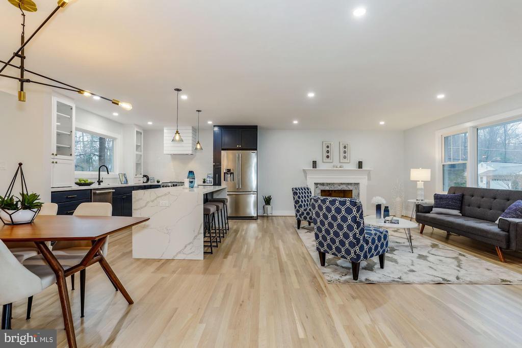 Open Living Area - 9215 SAINT MARKS PL, FAIRFAX