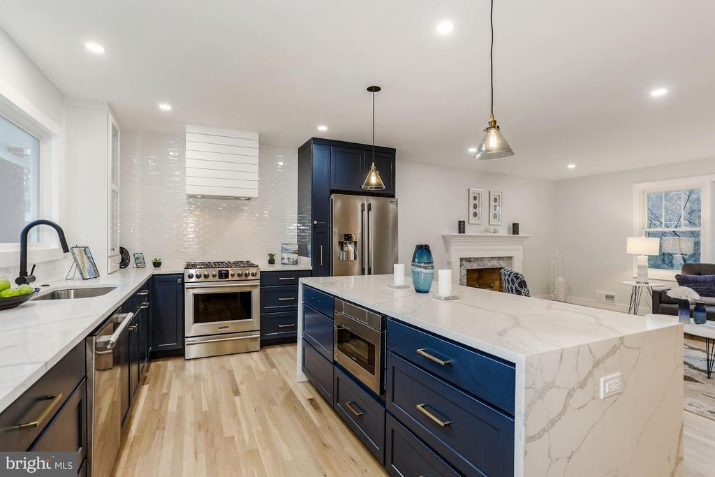 Kitchen - 9215 SAINT MARKS PL, FAIRFAX