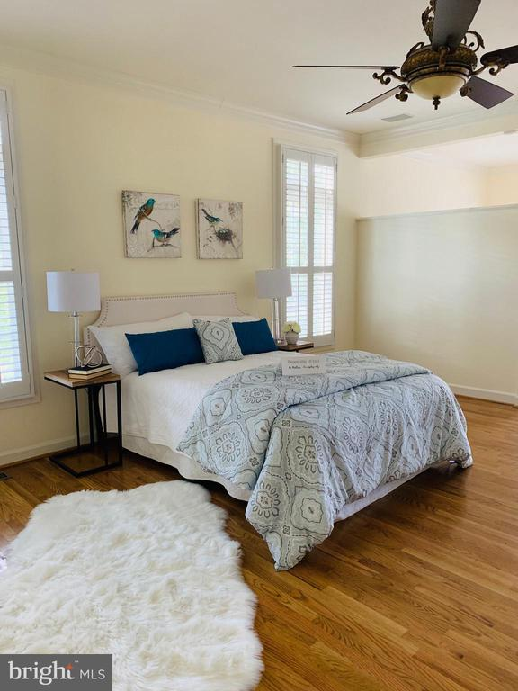 Master Bedroom with hardwood floors - 18403 KINGSMILL ST, LEESBURG