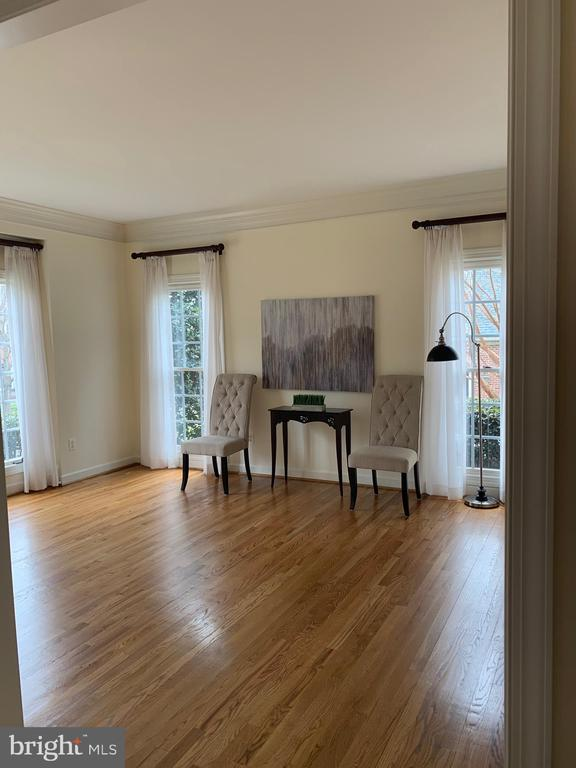 Living Room with hardwood floors - 18403 KINGSMILL ST, LEESBURG