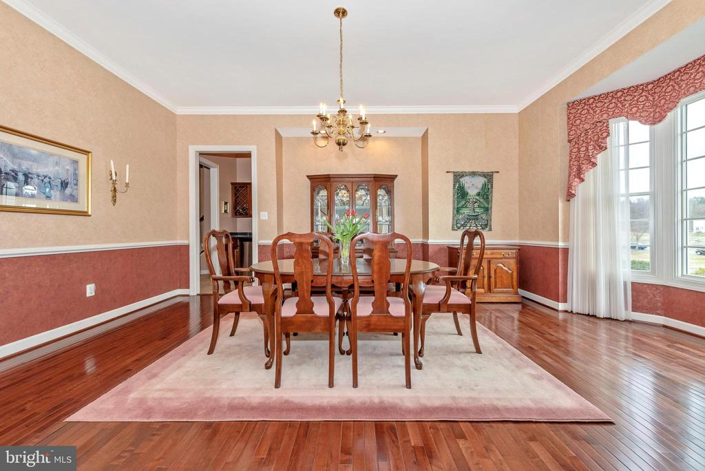Plenty of space for your next dinner party. - 6902 SOUTHRIDGE PL, MIDDLETOWN
