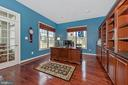 Executive Office with built ins - 6902 SOUTHRIDGE PL, MIDDLETOWN