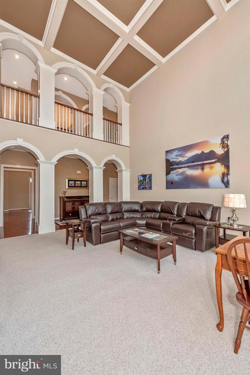 Family room with amazing beamed ceilings. - 6902 SOUTHRIDGE PL, MIDDLETOWN