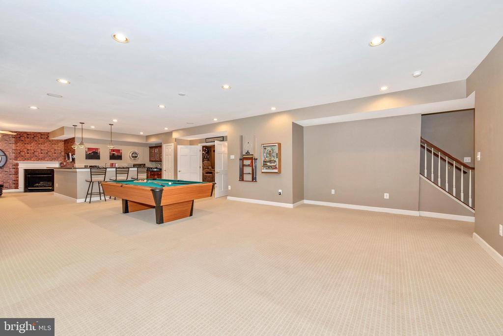 Amazing Rec room - tons of space with wet bar - 6902 SOUTHRIDGE PL, MIDDLETOWN