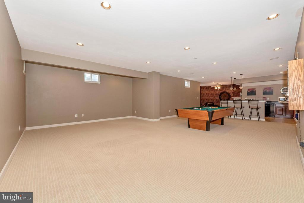 9' ceilings throughout lower level! - 6902 SOUTHRIDGE PL, MIDDLETOWN