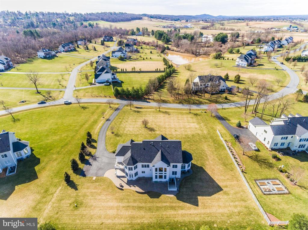 Great curb appeal - 6902 SOUTHRIDGE PL, MIDDLETOWN