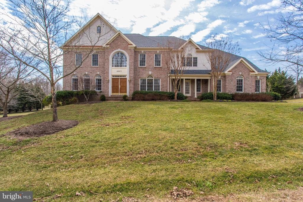 Beautiful lux home in upscale wooded neighborhood - 40475 SOUSA PL, ALDIE