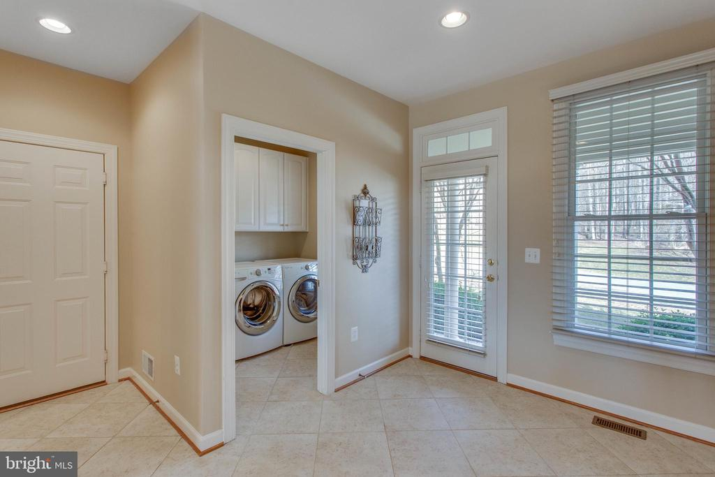 Laundry rm w/tub & outside door in home center - 40475 SOUSA PL, ALDIE