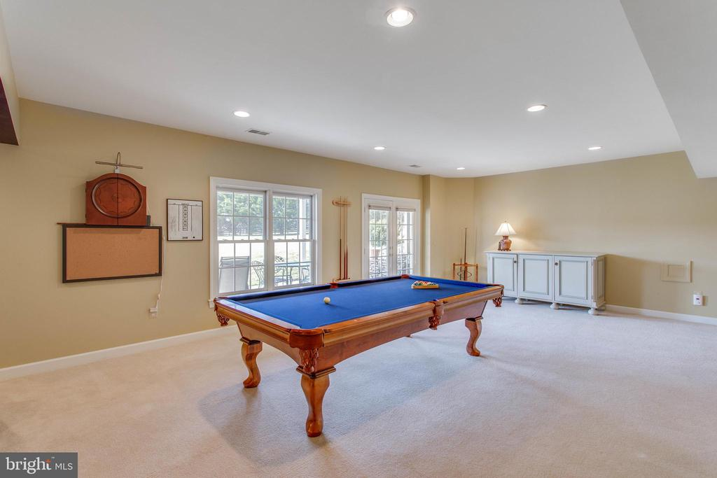 Spacious w/fab natural light & recessed lights - 40475 SOUSA PL, ALDIE