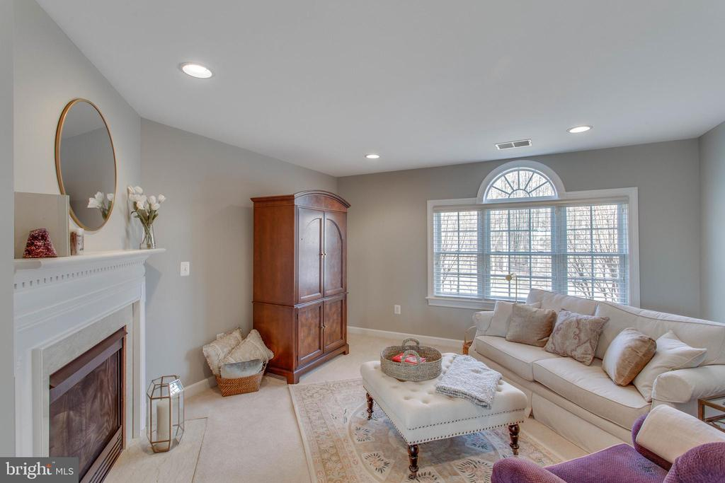 Cosy master sitting room with fireplace - 40475 SOUSA PL, ALDIE