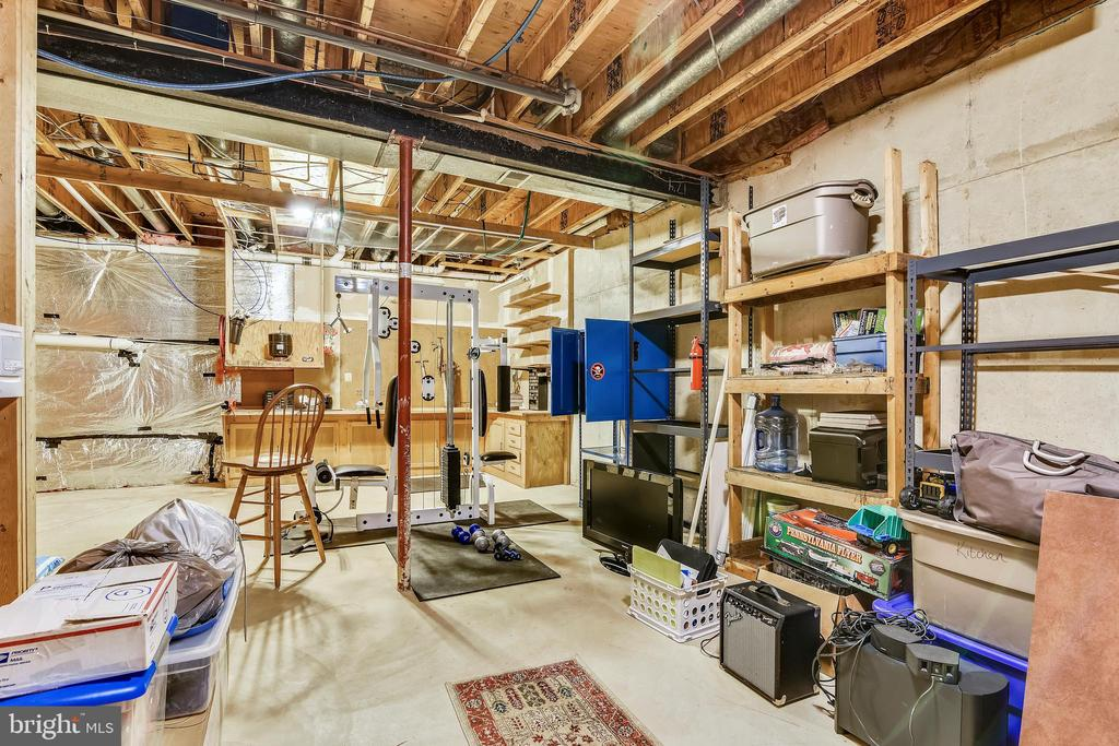 Massive storage room - 6620 HORSESHOE TRL, CLIFTON
