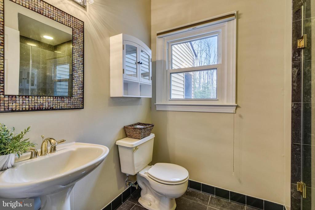 First Floor FULL Bath! - 6620 HORSESHOE TRL, CLIFTON