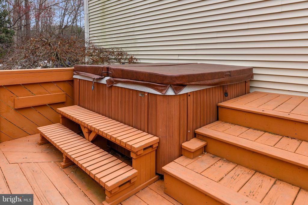 Hot tub on Main Deck - 6620 HORSESHOE TRL, CLIFTON