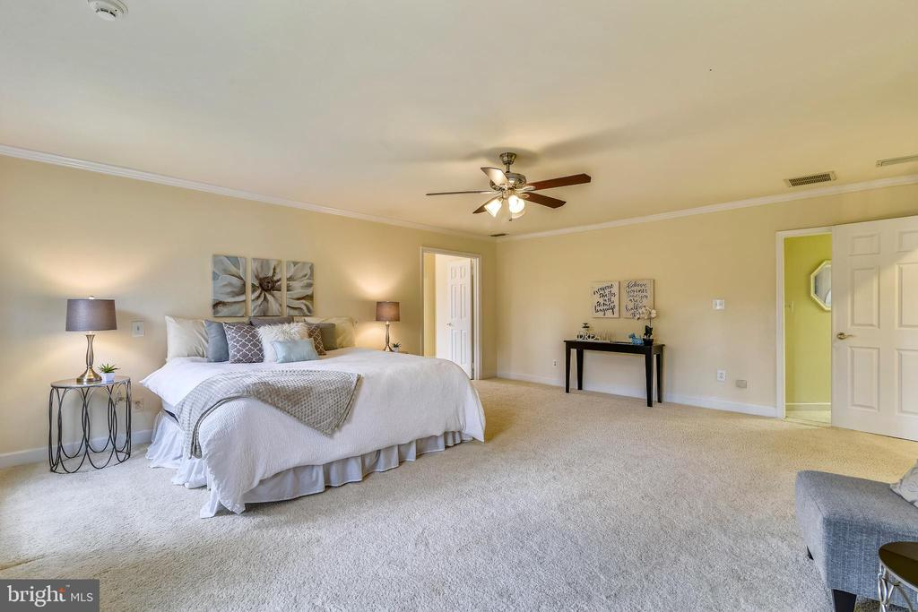 Over-sized Master Bedroom - 6620 HORSESHOE TRL, CLIFTON