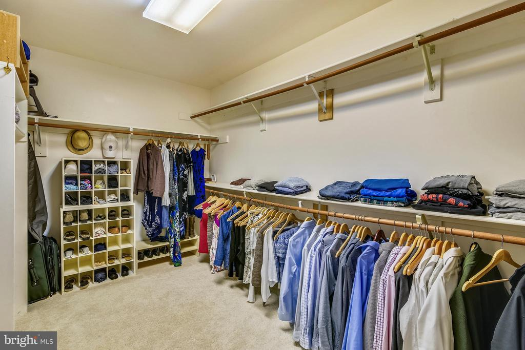Walk-in Closet off Master Bath - 6620 HORSESHOE TRL, CLIFTON
