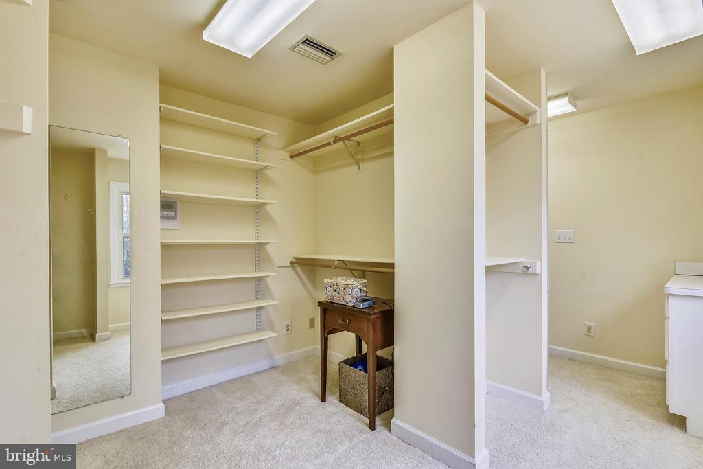 Dressing Room off Master Bedroom - 6620 HORSESHOE TRL, CLIFTON