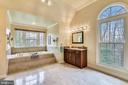 Light filled Master Bath - 6620 HORSESHOE TRL, CLIFTON