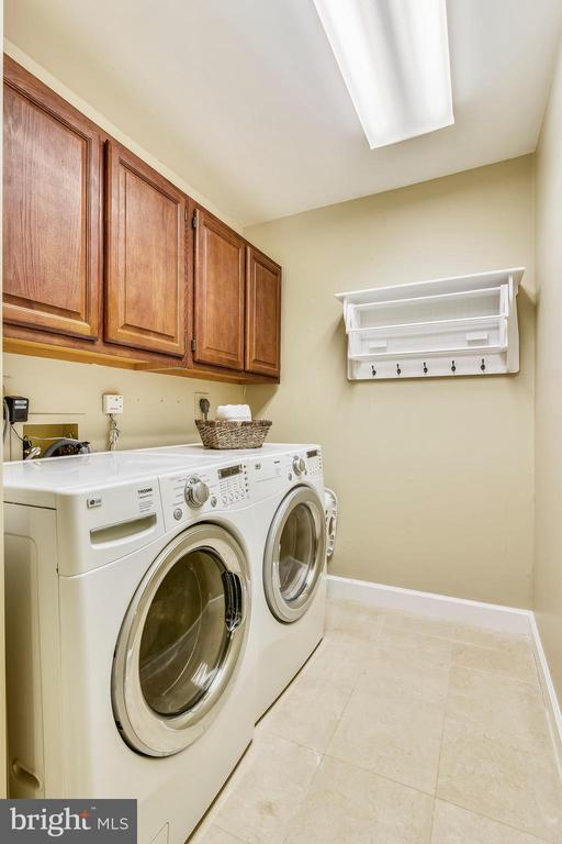 Upstairs washer -dryer - 6620 HORSESHOE TRL, CLIFTON