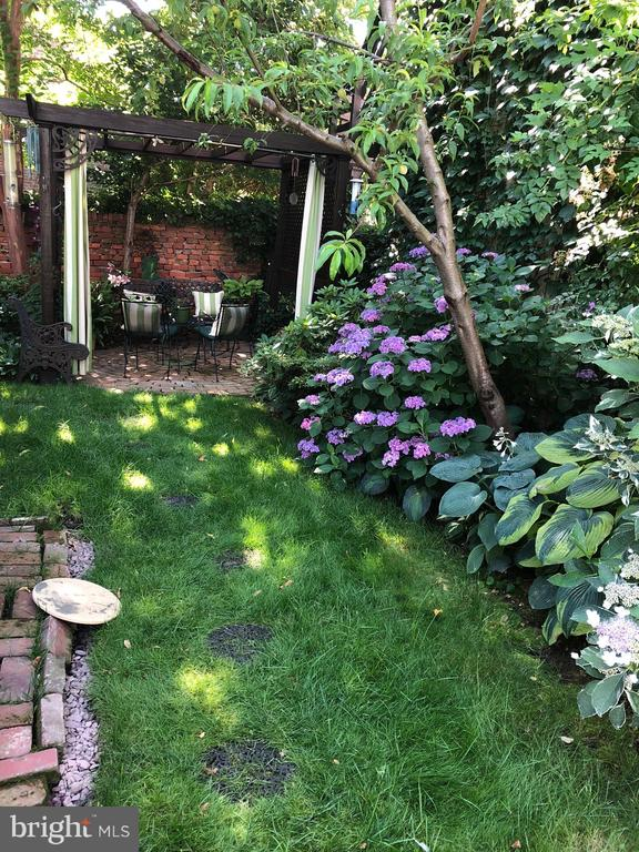The double lot provides this tranquil garden oasis - 221 N ST ASAPH ST, ALEXANDRIA