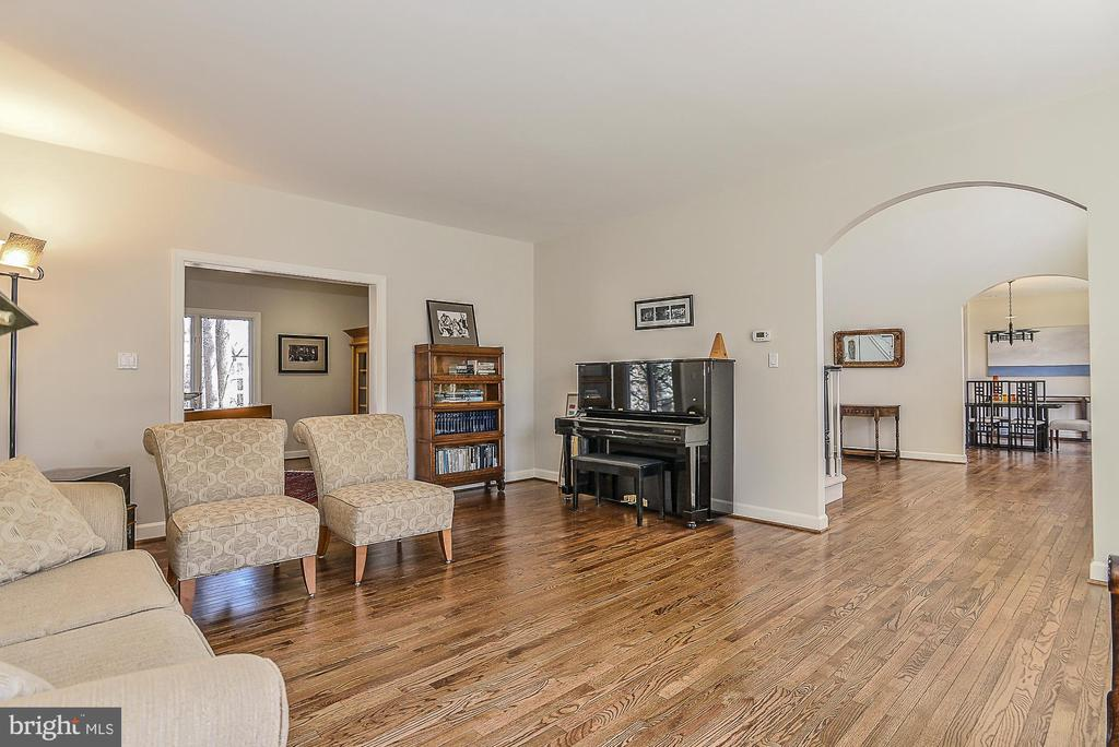 Living Room opens to Office & Foyer - 11330 BRIGHT POND LN, RESTON