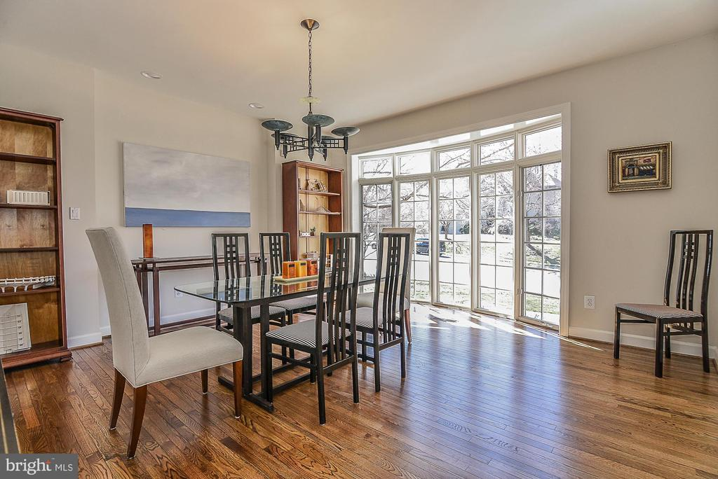 Large Bay Window in Dining Room - 11330 BRIGHT POND LN, RESTON