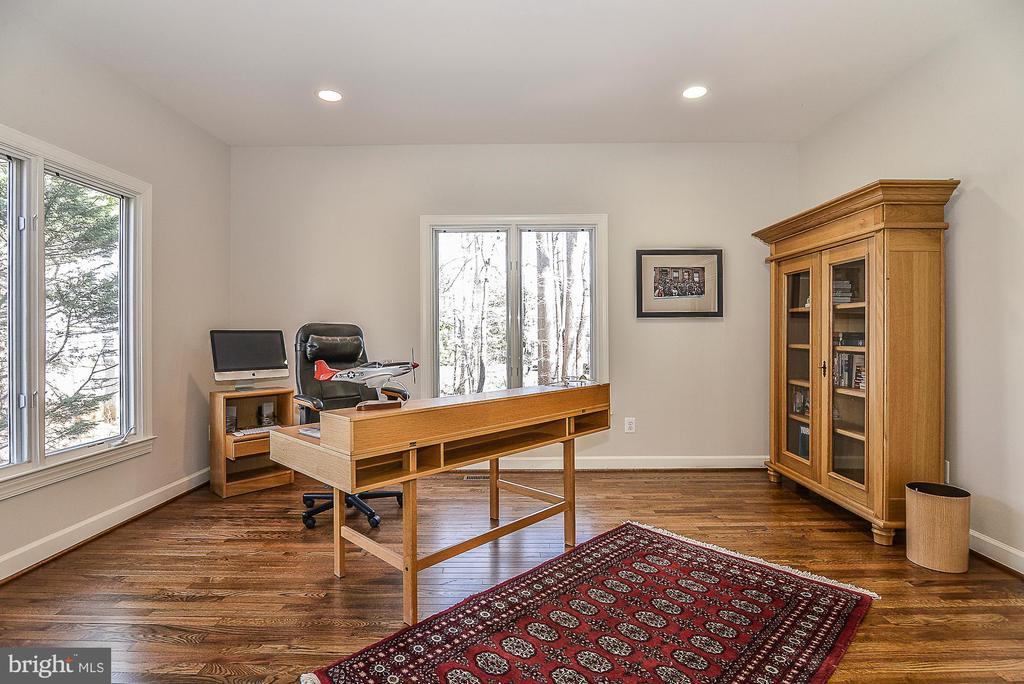 Office with Casement Windows - 11330 BRIGHT POND LN, RESTON