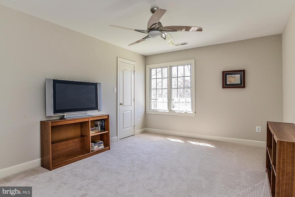 Bedroom 4 with Walk-in Closet and En-suite Bath - 11330 BRIGHT POND LN, RESTON