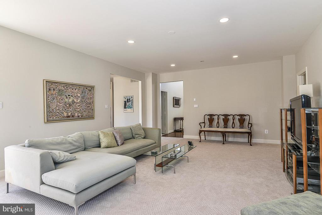 Recessed Lights in Family Room - 11330 BRIGHT POND LN, RESTON